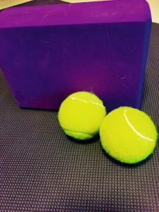 ボールを使って🎾肩回り、背骨スッキリ✨寒くなって固まった背骨をほぐしてあげましょう✨筋膜リリースって何❓